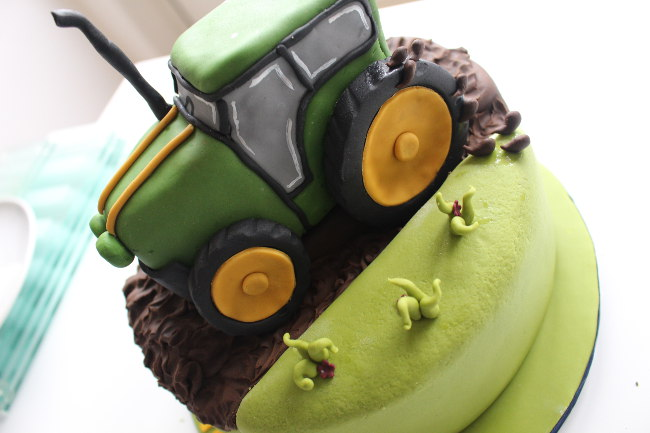 Tractor-Cake-2